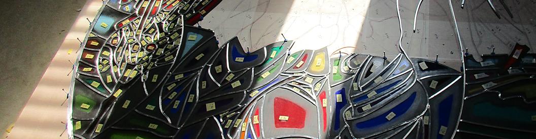 透過する光彩/ステンドグラス総合情報サイト